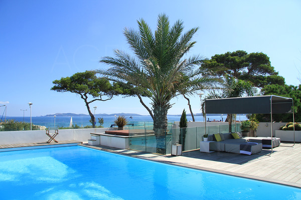 Hyères/waterfront property/sandy beach/Contemporary house/for sale/luxe
