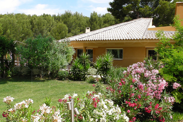 designer house for sale / saint cyr / 4 bedrooms / swimming pool/ private domain